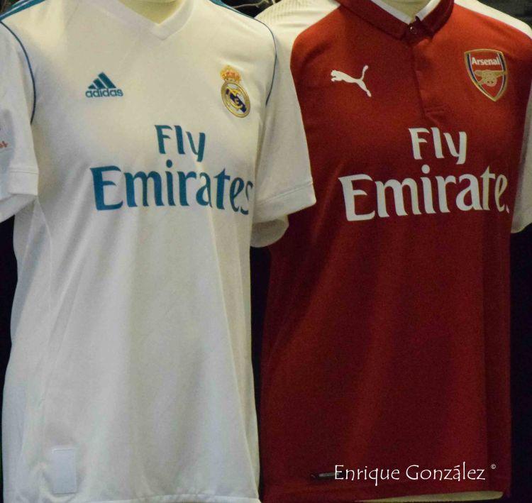 Corazón Classic Match Camisetas