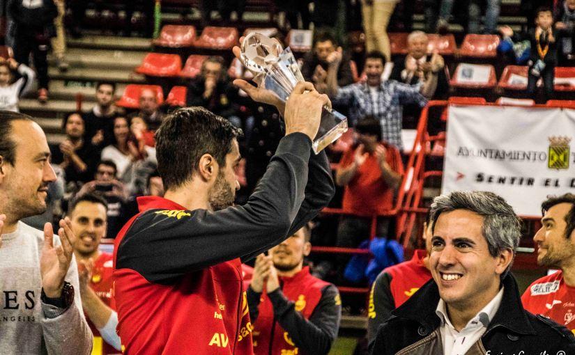 Los Hispanos levantan el trofeo del TIE enTorrelavega